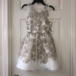 Gorgeous Cream w/Floral embroidery party dress